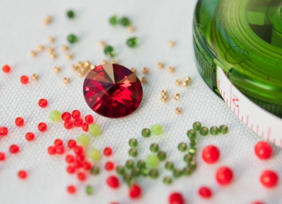 Standard - Scarlet & green